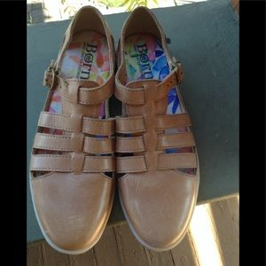 Born leather shoes NWOT Size 7
